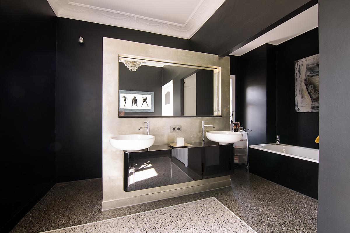 Stadtvilla Hamburg, Wohnbereich/Badezimmer: Farbberatung, Gestaltung der Oberflächen, Einbau und Gestaltung der freistehenden Wand
