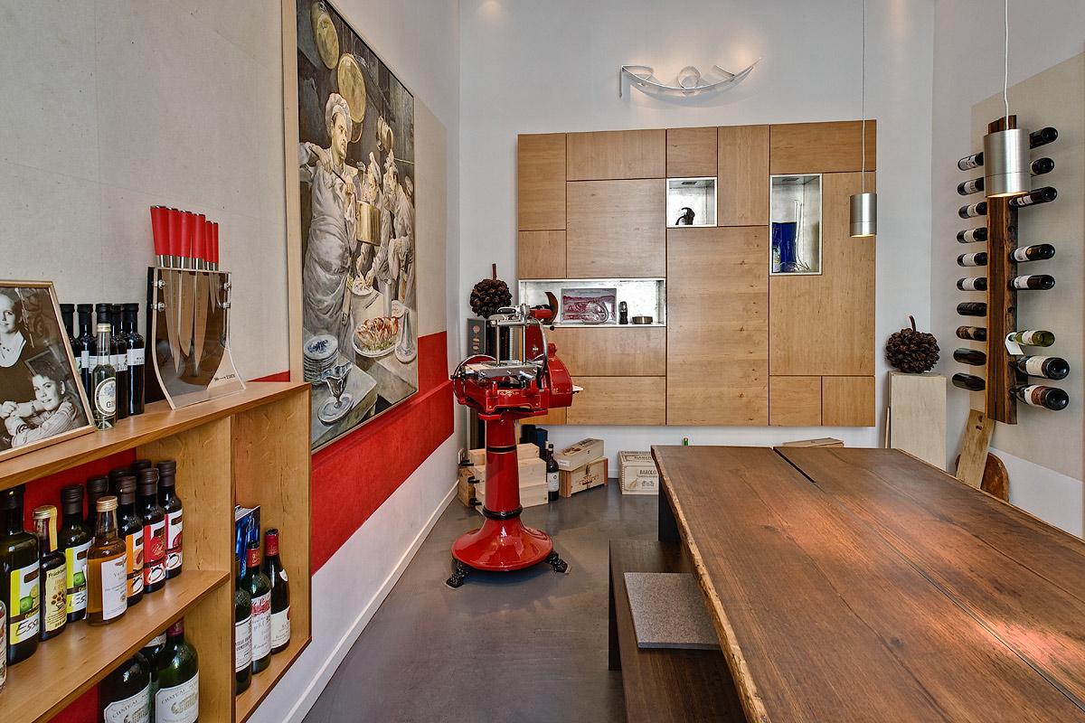 Restaurant Wullenwever Lübeck – Roy: Konzeptentwicklung, Entwurf der Möblierung, Farbgestaltung und Gestaltung der Oberflächen, Lichtkonzept- und Umsetzung; Umsetzung der Möblierungsentwürfe: Backer Möbel Lübeck